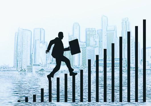 ניהול וקריירה - האם אתם מקפצים או מתפתחים?