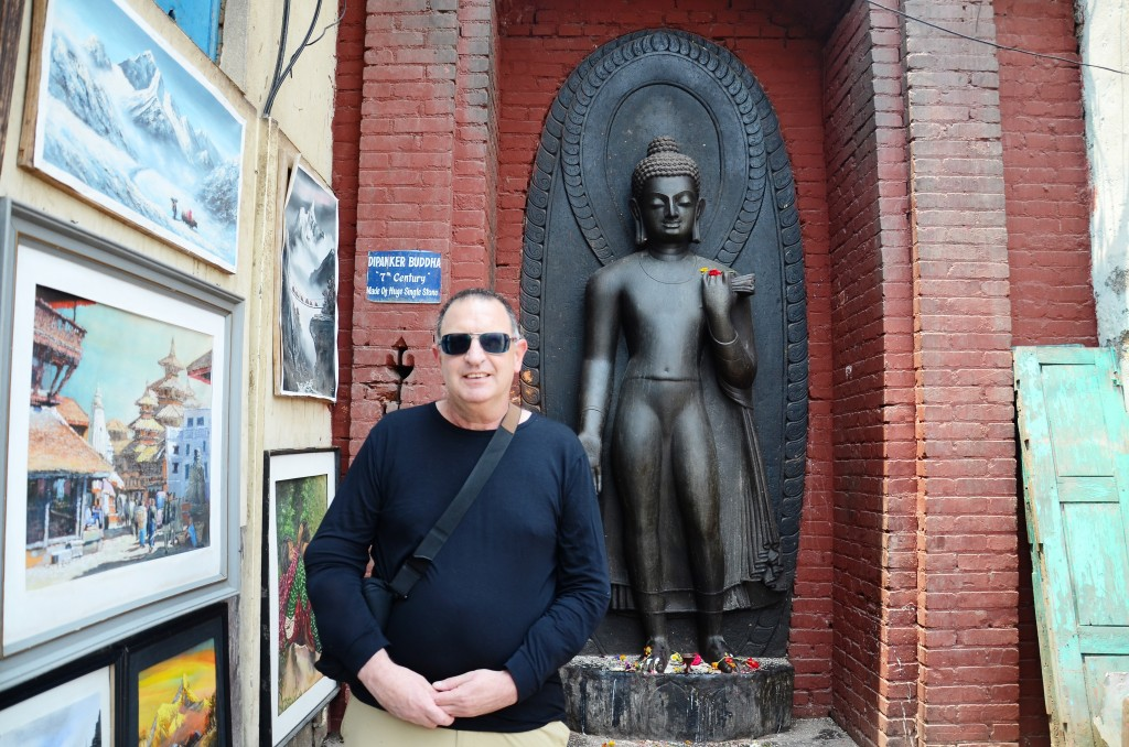 צחי שיחיה במקדש הקופים בקטמנדו