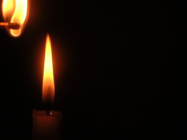 נר חנוכה - מעט מן האור דוחה הרבה מן החושך